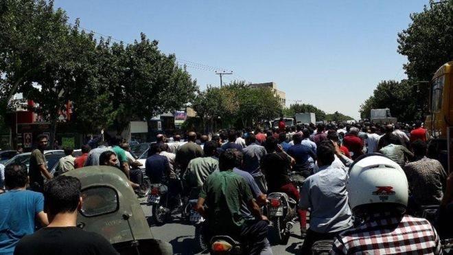 ایران؛ اصفهان کې نښتې او تهران کې لاریون