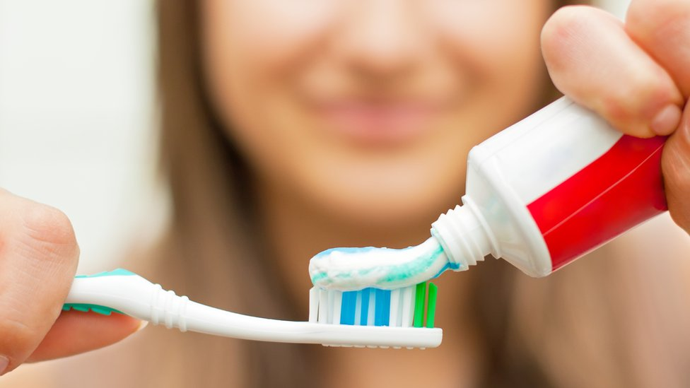 'Misleading' Colgate toothpaste TV advert banned by watchdog