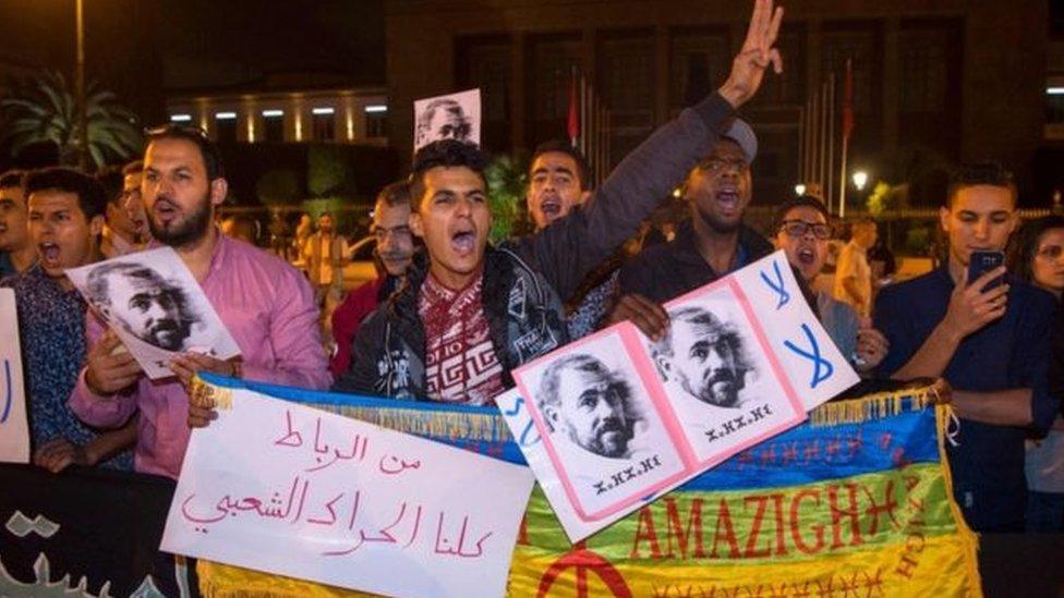 الشرطة المغربية تطلق قنابل الغاز لتفريق محتجين بالحسيمة