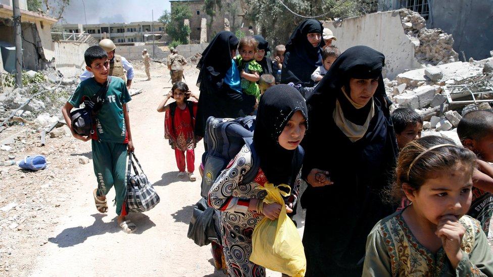 معاناة كبيرة للمدنيين داخل الموصل
