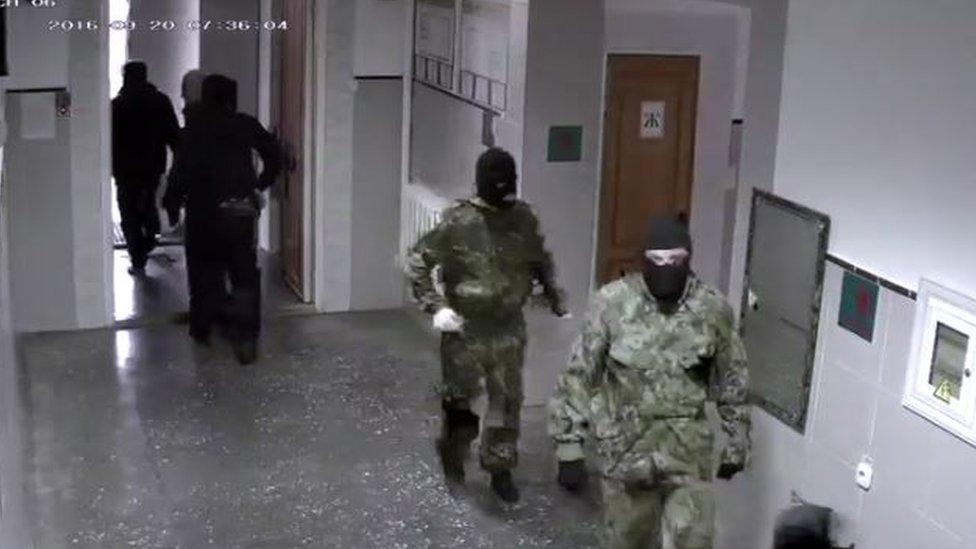 Las fuerzas de seguridad de Rusia han hecho redadas en los lugares de reunión de los Testigos de Jehová.