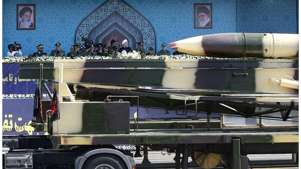 عرض للصواريخ بحضور الرئيس الإيراني حسن روحاني