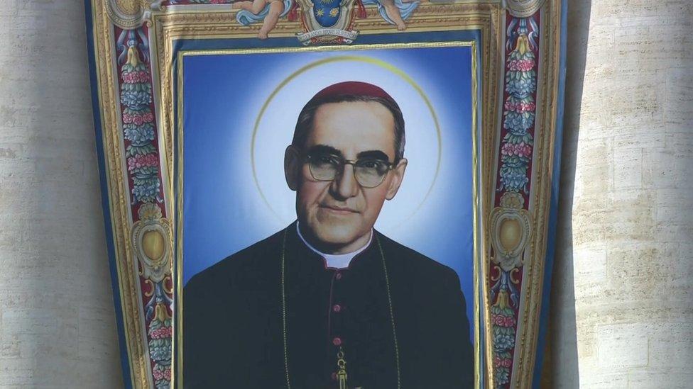 Monseñor Óscar Arnulfo Romero es declarado santo por el papa Francisco, quien re ...