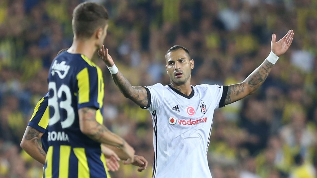 Five sent off as Fenerbahce win Istanbul derby