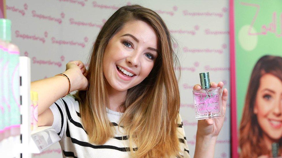 Zoella es una youtuber que creó su propia línea de cosméticos tras su éxito en la red social.