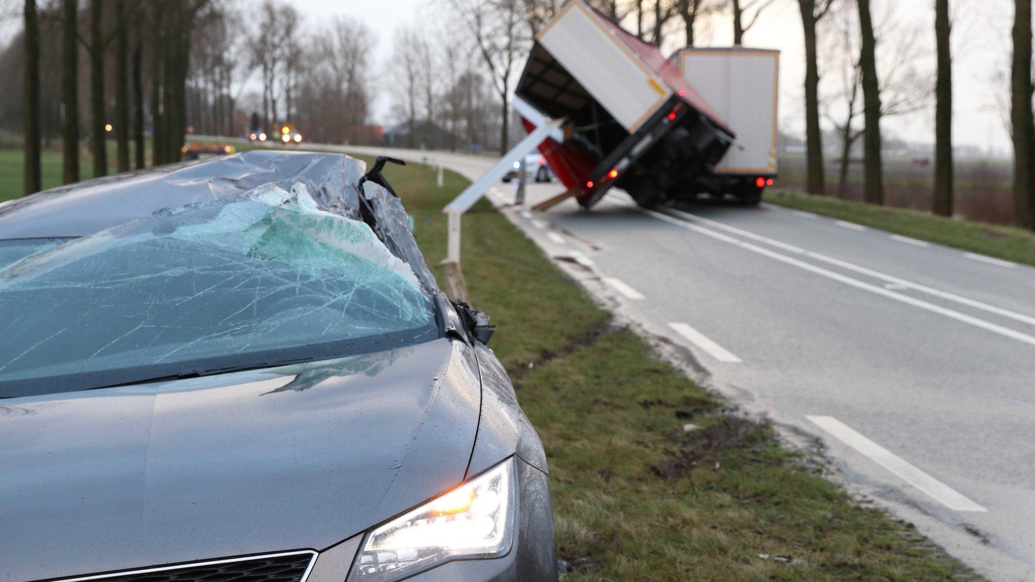 Загиблі люди й перекинуті вантажівки: по півночі Європи вдарив ураган