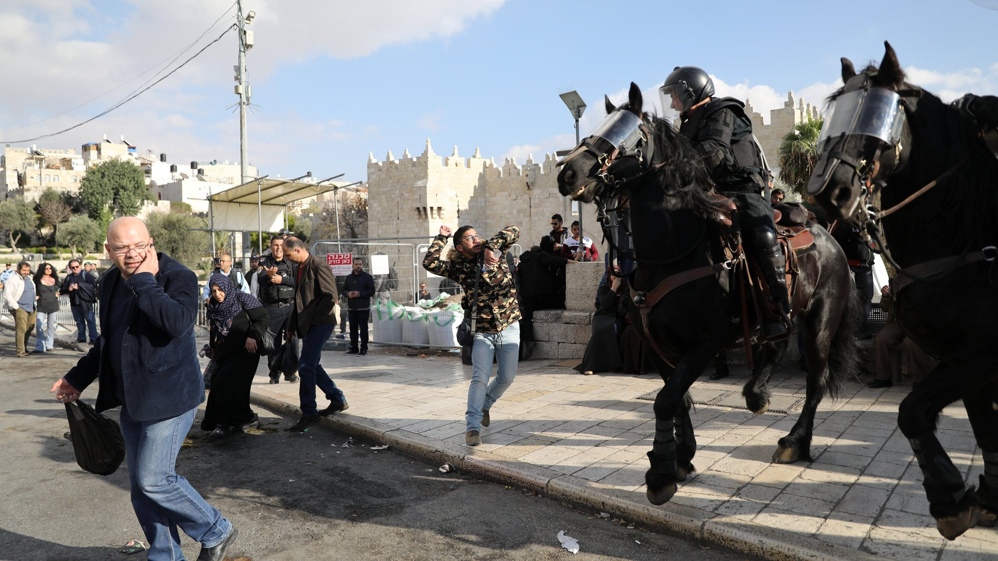 مواجهات بين قوات الأمن الإسرائيلية ومتظاهرين في الأراضي الفلسطينية