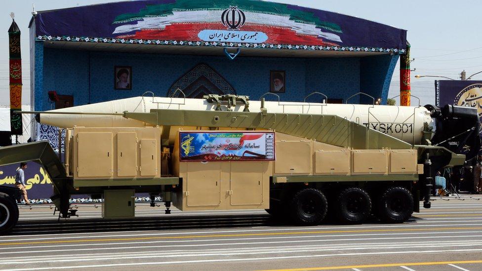 ترامب يتهم إيران بالعمل مع كوريا الشمالية