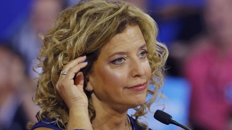 US election: Email row claims Debbie Wasserman Schultz