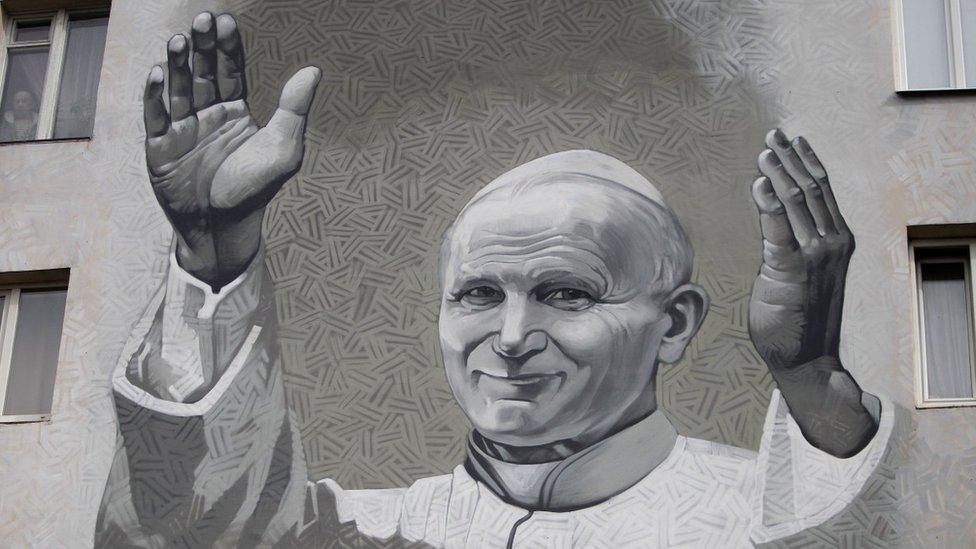 У Києві з'явився мурал з Іваном Павлом ІІ