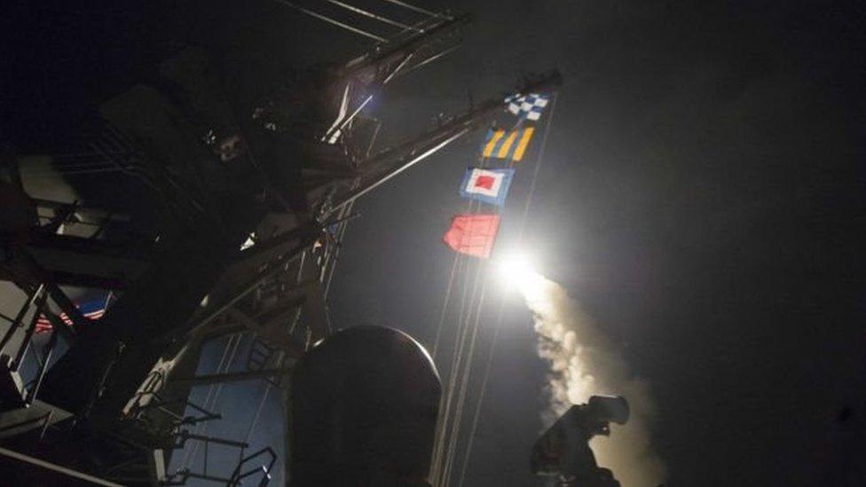 EE.UU. hizo pública esta imagen de un misil disparado desde uno de sus barcos en el Mediterráneo.