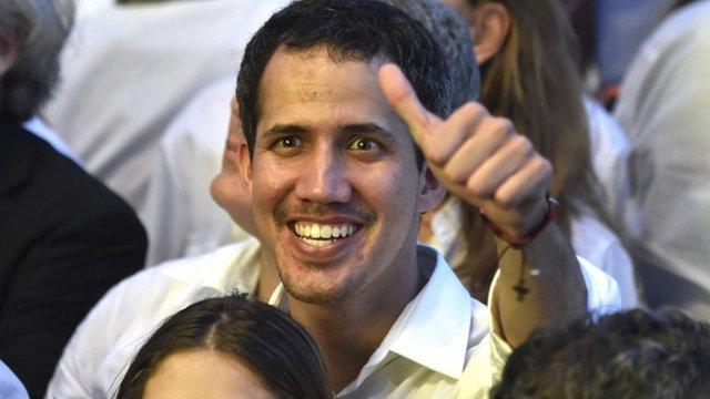 Crisis en Venezuela: Guaidó cruza la frontera hasta Colombia para asistir al con ...