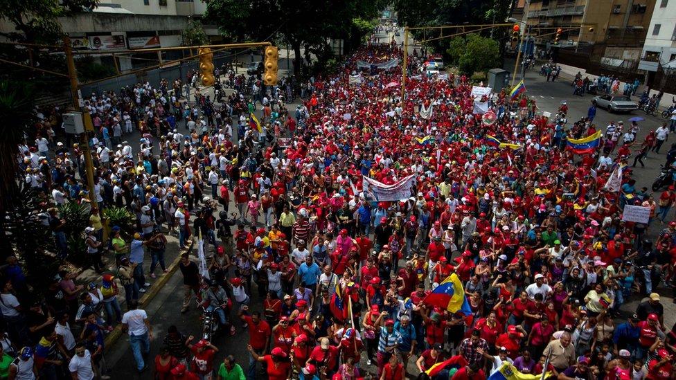 Opositores y oficialistas se encuentran en Caracas