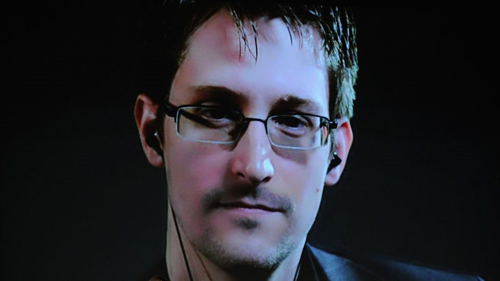 Snowden designs phone case to spot hack attacks