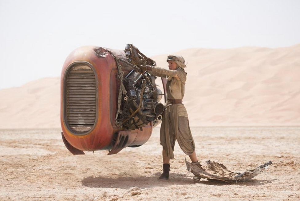 Rey (Daisy Ridley) fixes an old piece of machinery on her desert planet