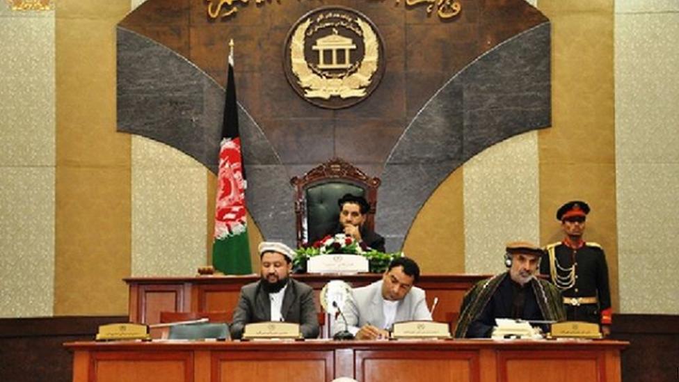 سنای افغانستان درج کلمه 'افغان' و قومیت را در شناسنامههای الکترونیکی تایید کرد