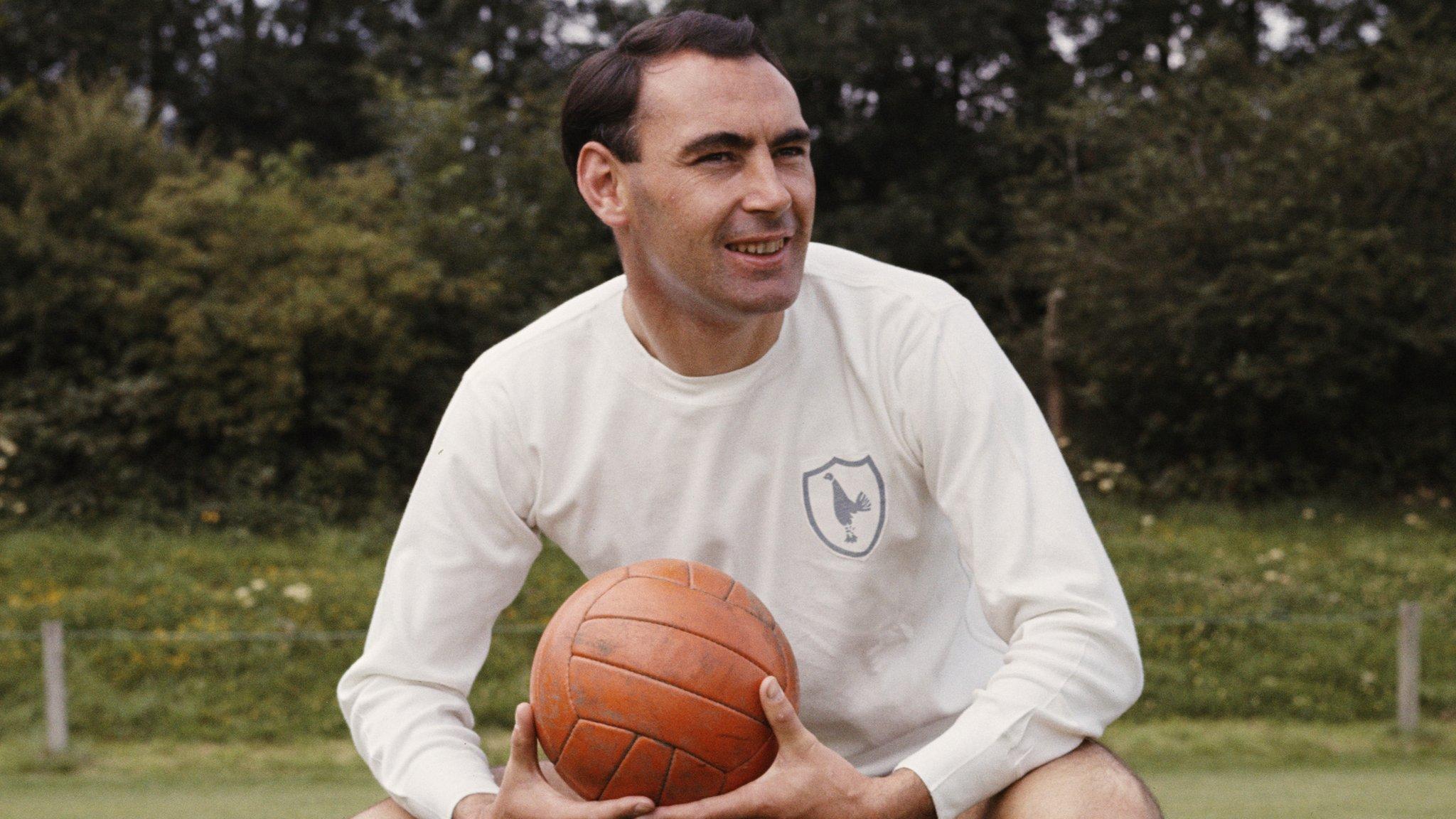 Former Tottenham & Dundee striker Gilzean dies