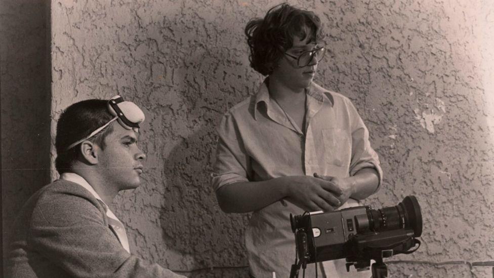 Guillermo del Toro, a la derecha, con Rigoberto Mora, socio en Necropsia, su primera empresa de efectos especiales. (Foto: Rigoberto Mora)