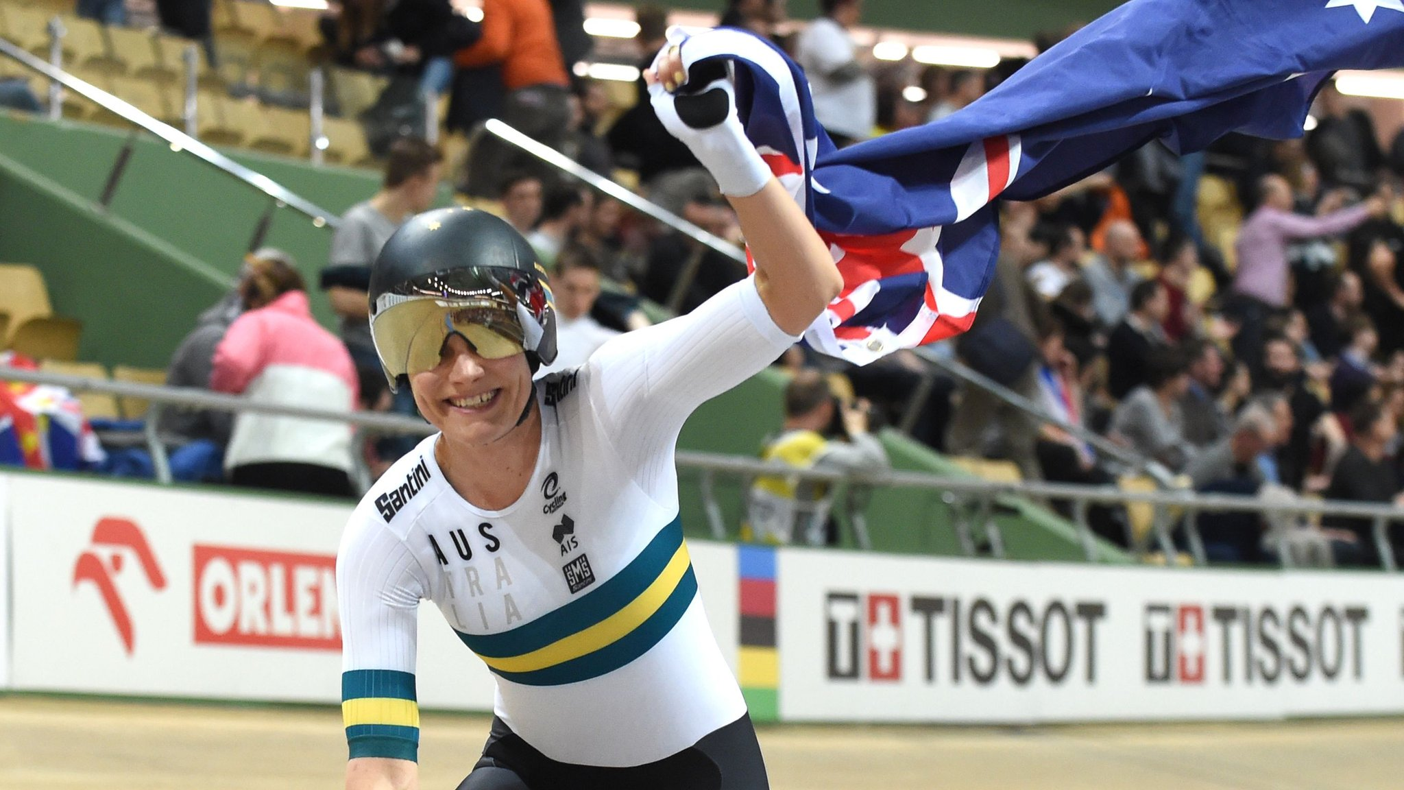 2019 Track Cycling World Championships: Australia hold on to beat Great Britain in thrilling team pursuit final