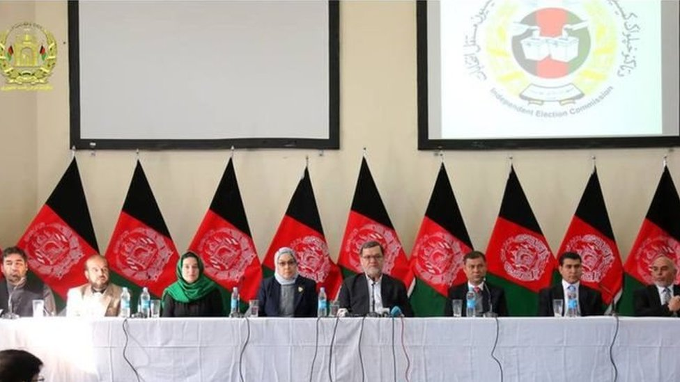 رئیس کمیسیون مستقل انتخابات افغانستان برکنار شد