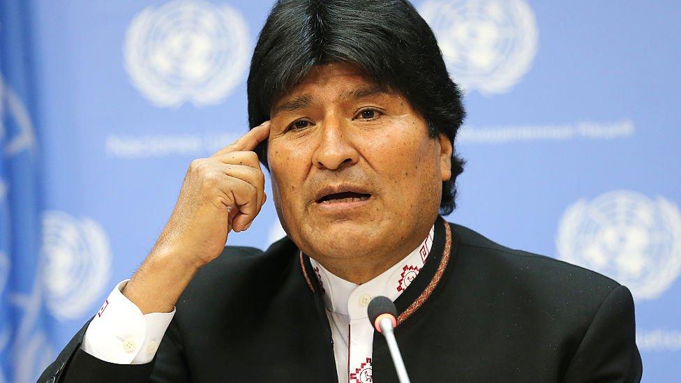 En Bolivia, Evo Morales pidió la nacionalización de los fondos.
