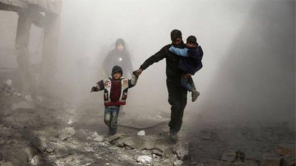 القوات السورية تسيطر على ربع الغوطة الشرقية وتتقدم على عدة جبهات، بحسب مصادر سورية رسمية ونشطاء.
