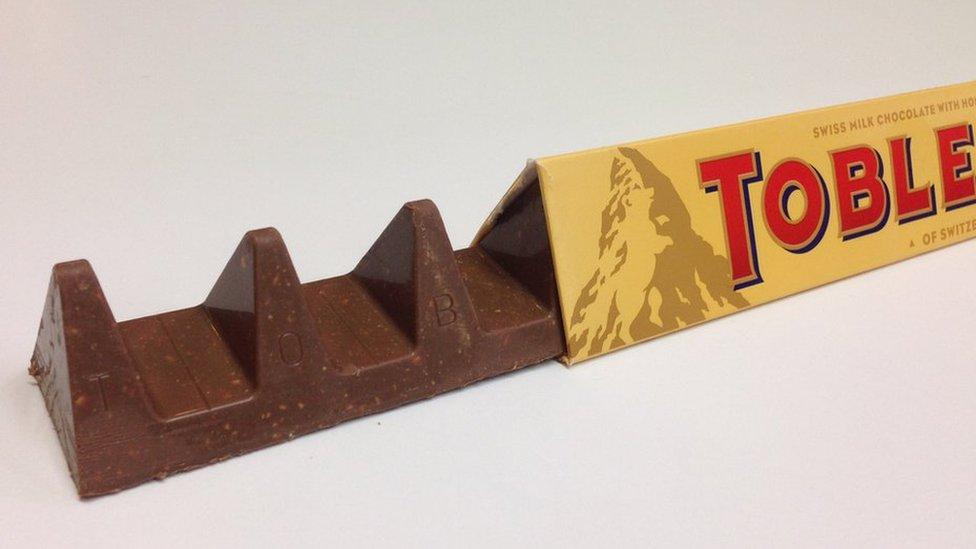 En Reino Unido, la barra de Toblerone de 150 gramos tiene espacios más amplios entre sus característicos triángulos.