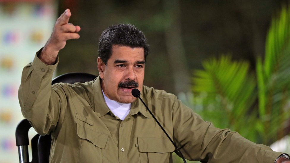 """El presidente Nicolás Maduro culpa de la mala situación de la economía de su país a una """"guerra"""" orquestada por la oposición."""