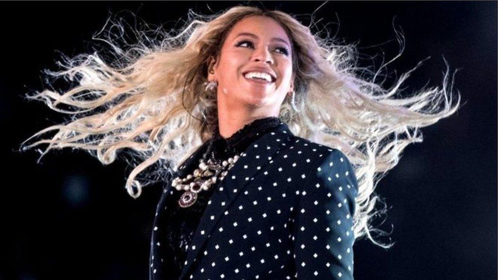 ورشحت بيونسي للجائزة الرئيسية للغرامي، وهي ألبوم العام، لألبومها المصور الطموح