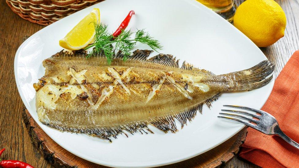 El lenguado es un plato de pescado muy popular.
