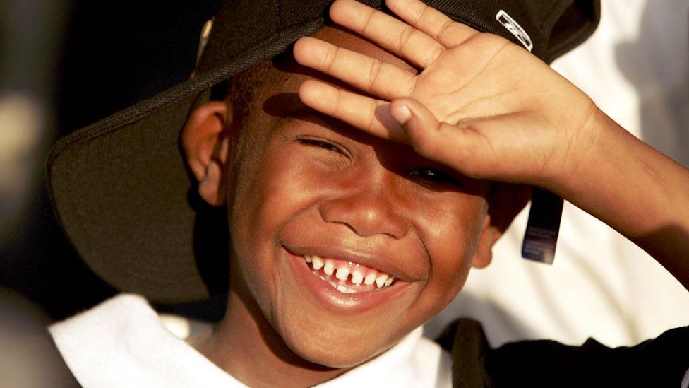 Niño que sonríe