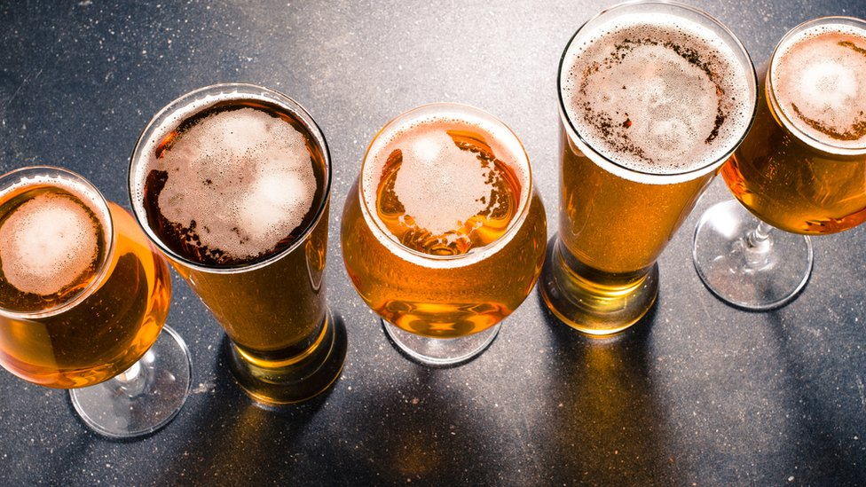 Vasos de cervezas