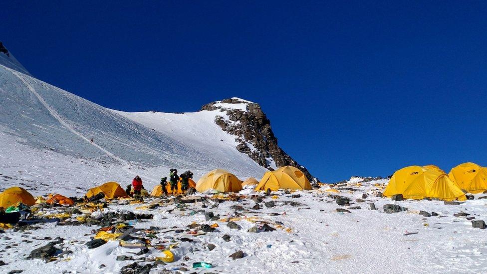 Gunung Everest mencair, jasad-jasad pendaki yang hilang mulai bermunculan -  BBC News Indonesia