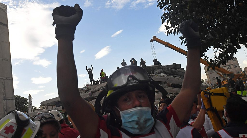 Mexico earthquake: Why are rescuers clenching their fists?
