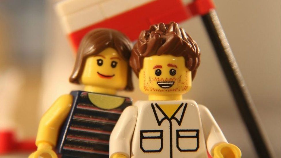 Man sneaks Lego proposal into film adverts