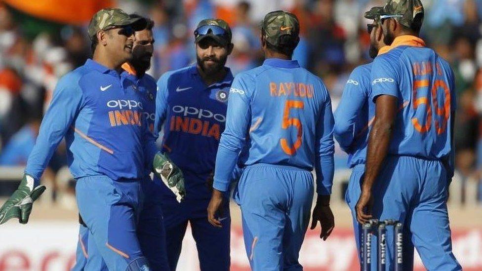 فوجی ٹوپی پہننے والی انڈین کرکٹ ٹیم کو آسٹریلیا کے ہاتھوں 32 رنز سے شکست