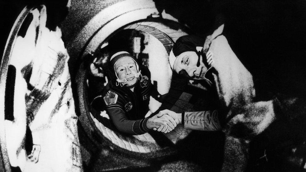 El proyecto Apolo-Soyuz en 1975 fue el primer signo de cooperación en el espacio exterior.