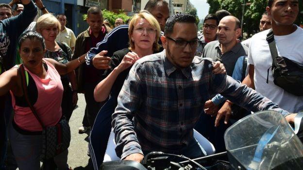 Dos muertos y varios heridos dejó alzamiento militar contra base en Venezuela