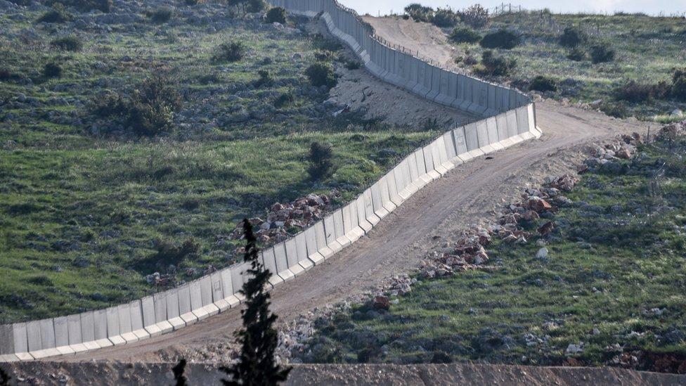 بلدة الريحانية تقع في لواء الأسكندرونة على الحدود السورية