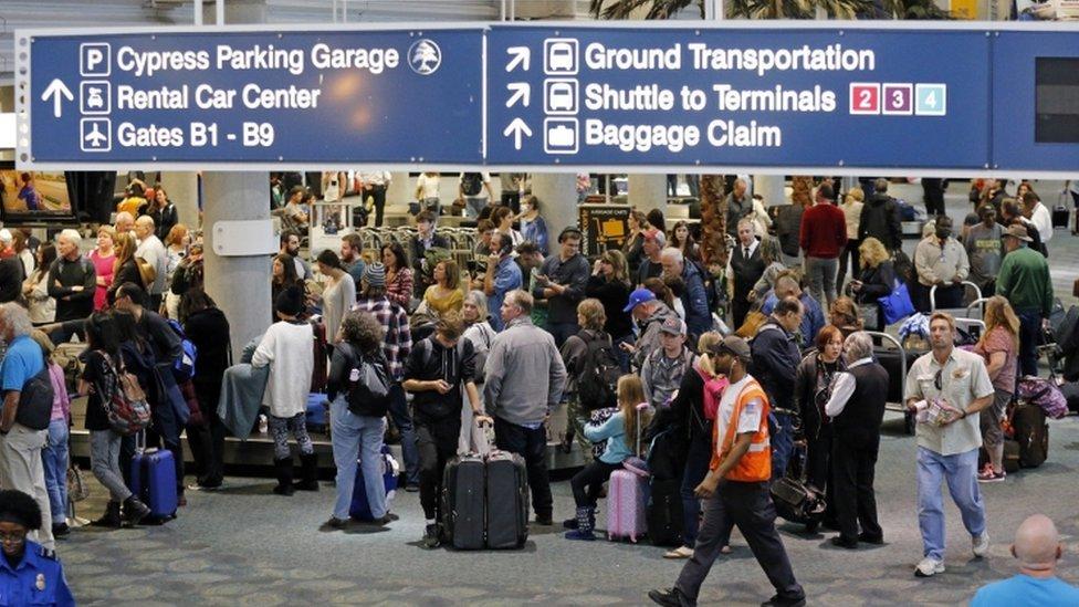مطار فورت لودرديل