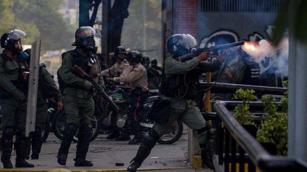 La policía ha sido más agresiva con los manifestantes en las marchas de las últimas semanas de lo que lo había sido en meses pasados.