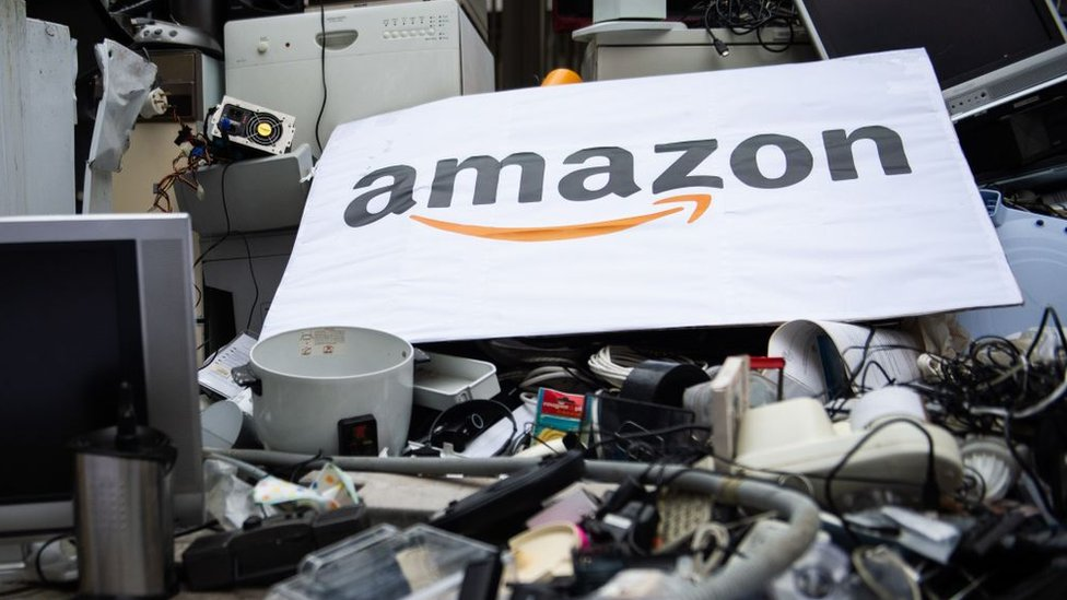 Por qué Amazon quema y tira a la basura cientos de miles de productos  nuevos - BBC News Mundo