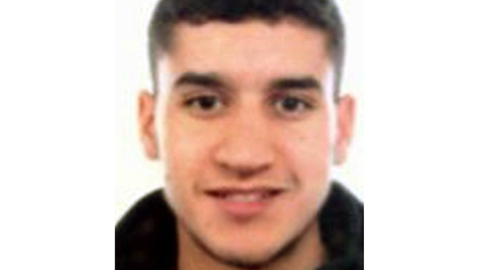 Barcelona attack: New manhunt for suspected driver