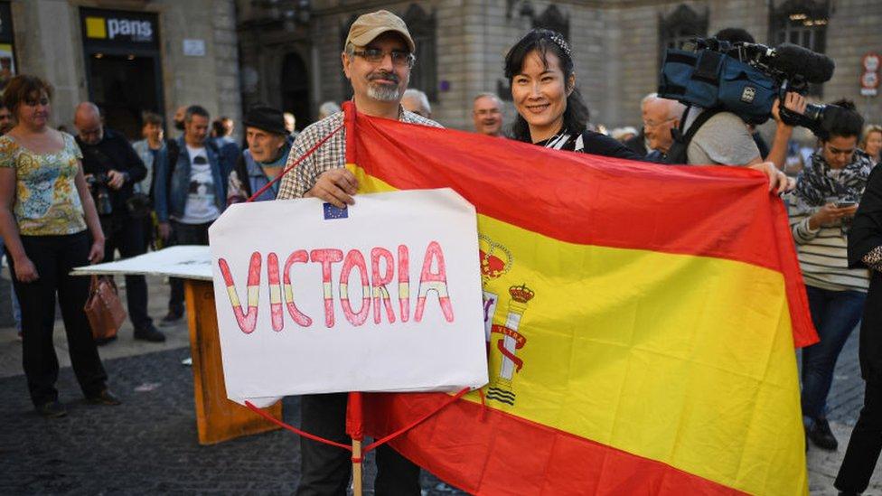 En la región también se han visto en los días recientes protestas en contra de la independencia y en pro de la unidad de España.