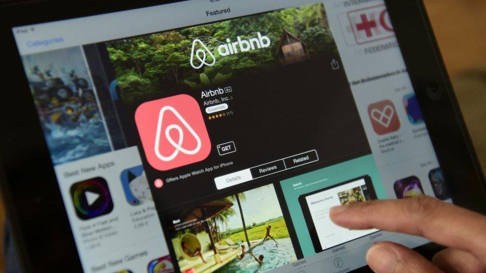 Algunos analistas dicen que empresas como Airbnb también serán reguladas por tribunales en un futuro próximo.