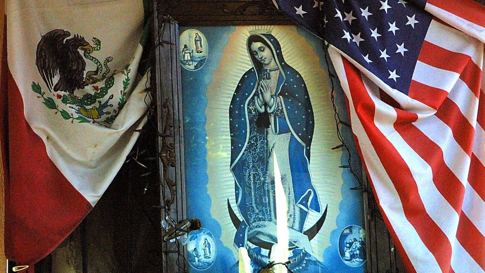 Imagen de la Virgen de Guadalupe en un hogar del este de Los Ángeles