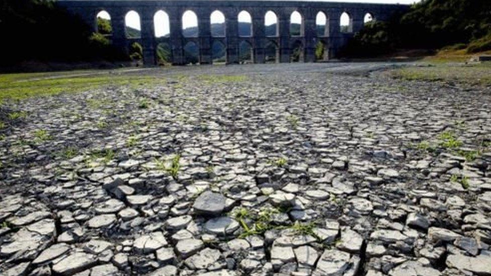 حذر الخبراء المحليون من أن الوضع قد يسوء إذ سيعاني الفرد من ندرة المياه بحلول عام 2030.
