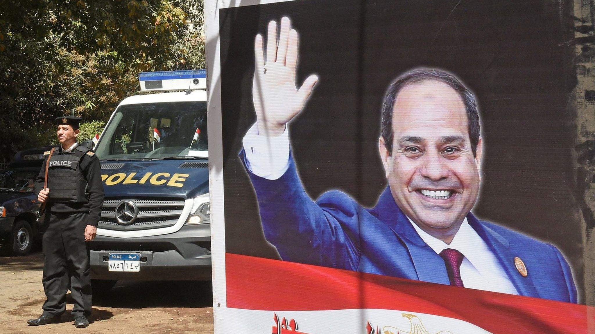 Egypt internet: Sisi ratifies law tightening control over websites