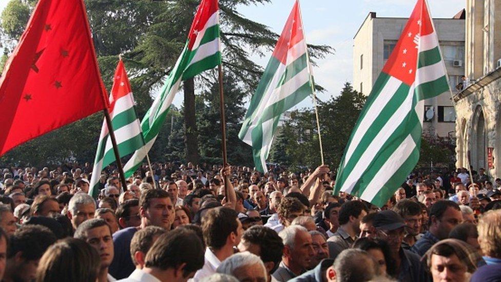 Оппозиция Абхазии заявила об отравлении своего кандидата. И добилась переноса выборов