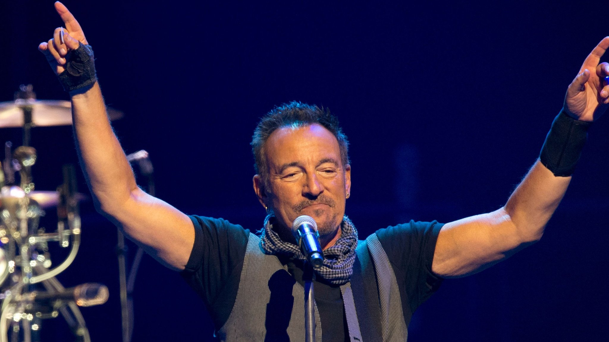 Bruce Springsteen signs young student's absence note